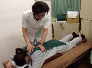 港区麻布十番じゅうばん鍼灸整骨院 | 肩こりや腰痛のマッサージ治療風景